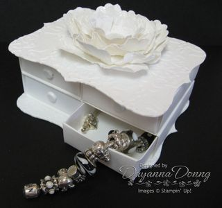 Top Note Vintage White Drawers Open